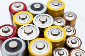 Batteriewechsel bei einer Wetterstation